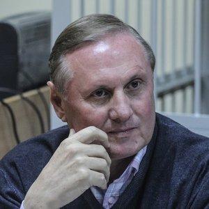 Суд отменил домашний арест Ефремову: загранпаспорта не вернут