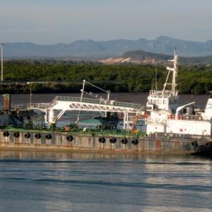 Захватившие танкер сомалийские пираты потребовали выкуп