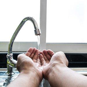 Киев ищет способ очищать воду без хлора завода Коломойского