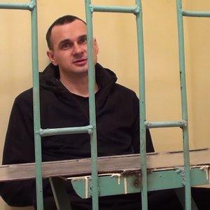 Українські митці просять Сенцова припинити голодування