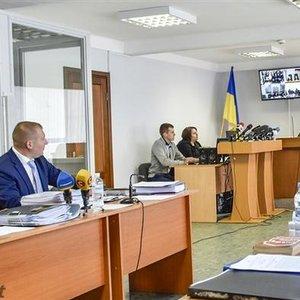 Янукович отказался от адвокатов: суд просят дать ему бесплатного