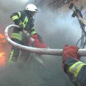 В Киеве горел колледж НАУ: учеников и преподавателей эвакуировали