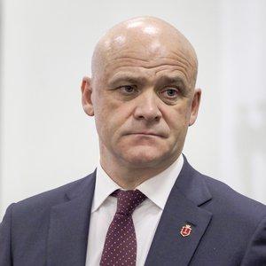 Суд разрешил Труханову покинуть Украину