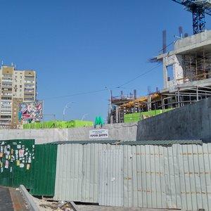 Будівництво на Героїв Дніпра: діючий вестибюль метро закривається