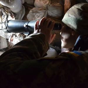 Сутки в Донбассе: 35 обстрелов, 2 украинских военных ранены