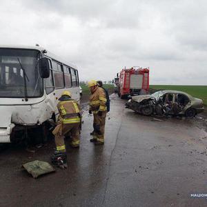 В Донбассе автобус попал в ДТП: один погиб, четверо травмированы