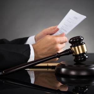 Суд остановил взыскание с ПриватБанка 860 млн грн