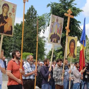 В Кишиневе полиция применила газ против оппонентов ЛГБТ-марша