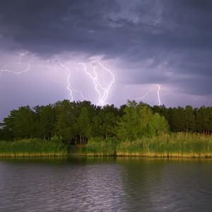 Синоптики предупредили о шквалах и граде: погода, карты