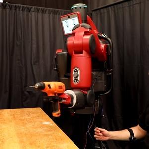 Ученые в США научились управлять роботом мозговыми волнами