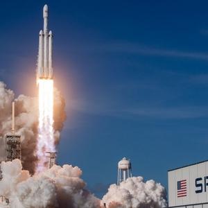 Пентагон використовує важку ракету Falcon Heavy: є контракт