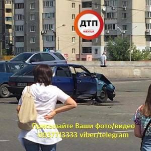 У Києві Волга в'їхала в групу людей на тротуарі: 5 постраждалих