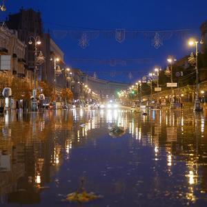 Затопленные ТЦ и улицы: последствия ночной грозы в Киеве - фото
