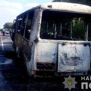 На Сумщині згорів  автобус, який перевозив дітей - фото