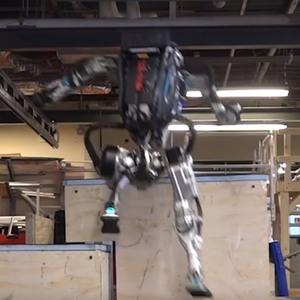 """Неуловимый робот BostonDynamics: """"Атласа"""" научили паркуру – видео"""