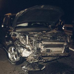 Вночі в Києві розбилося авто з дипномерами: фото, відео