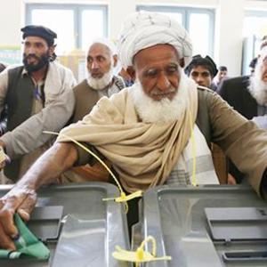 Взрывы и хаос: в Афганистане проходят парламентские выборы