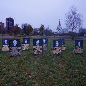 """У РФ """"поховали"""" тих, хто голосував за пенсійну реформу: фото"""