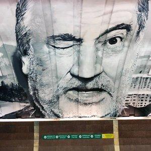 Мурал с изображением Богдана Ступки появился в киевском метро