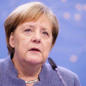 Меркель: Россия поддерживает правых популистов в Европе