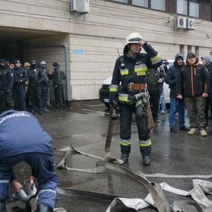 В Днепре произошли беспорядки с драками, газом и полицией: видео