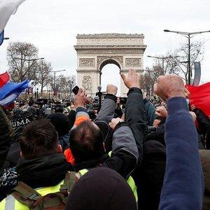 Ерунда и блеф: протестующие во Франции не верят обещаниям Макрона