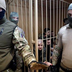 Російський суд продовжив арешт полоненим морякам