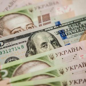 Дешевый доллар: Нацбанк резко увеличил скупку валюты