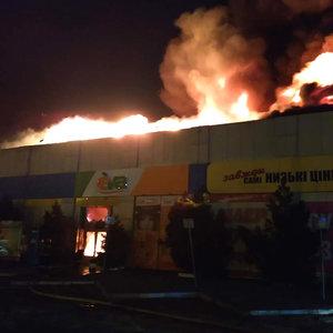 В Полтаве загорелся рынок: фото, видео