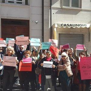 """Суд Италии оправдал насильников - жертва была """"некрасивой"""": видео"""