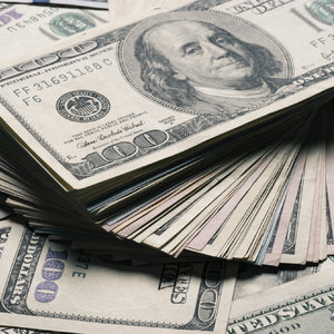 Доллар снова подешевел к закрытию межбанка