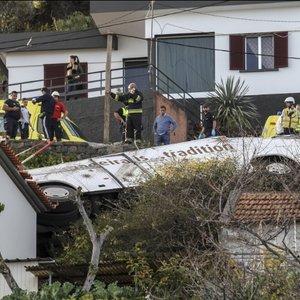 На Мадейре перевернулся автобус с туристами: много погибших
