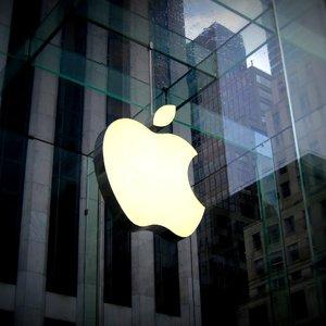 Украинская биржа допустила к торгам акции Apple