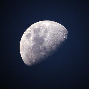 Выяснилось, что протаранило Луну на скорости 17 км/с: видео