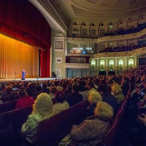 Фонд Let's Help организовал концерт для 1800 пожилых людей