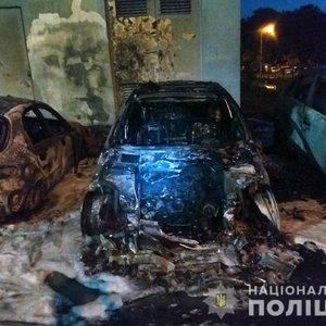 У Києві підпалили п'ять машин: поліція відкрила справу