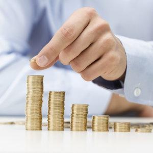 Средняя зарплата в Украине продолжает расти