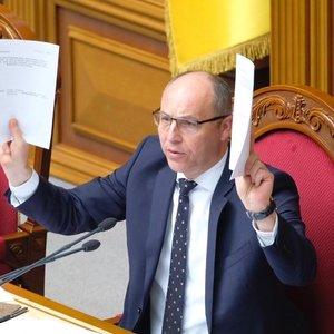 Зеленський пасивно схвалив норму про імпічмент, вважає Парубій