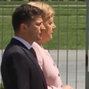 Меркель стало зле на зустрічі із Зеленським: відео