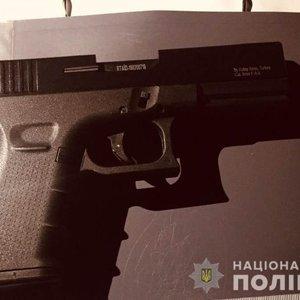 В Вышгороде мужчину испугали съемки СТБ, он применил оружие:видео