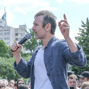 Вакарчук потребовал от Зеленского изменить Конституцию: видео