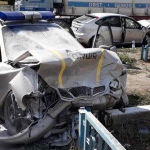В Изюме в результате ДТП двое полицейских оказались в реанимации