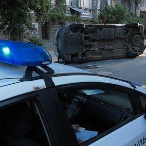 В Херсоне в ДТП попал автомобиль, перевозил бюллетени: фото