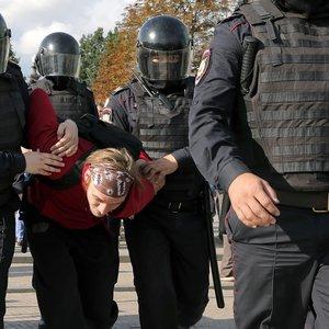 В Москве уже более 800 задержанных на акции за честные выборы