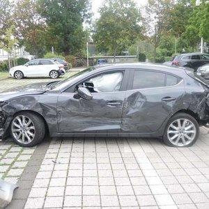 Пенсионерка в Германии разбила 10 авто в ДТП на парковке: фото
