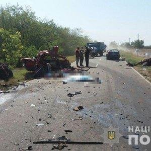 На юге Одесской обл. в жутком ДТП погибли четыре человека: фото