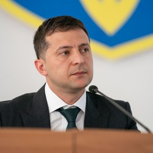 Кому из россиян Зеленский упростил предоставление гражданства