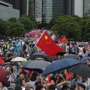 В Гонконге прошла акция в поддержку полиции: фото, видео