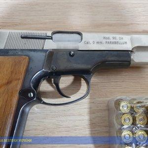 СБУ разоблачила бывшего военного, который сбывал оружие: фото