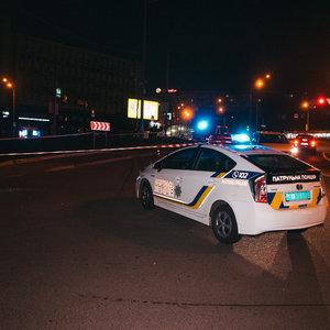 Стрельба возле метро в Киеве: трое пострадавших - фото, видео